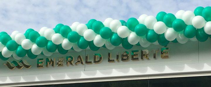 Guirlande en ballons géante pour l'Emerald Liberté