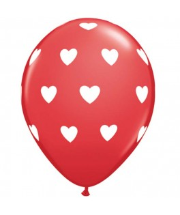 Ballons rouges coeurs blancs